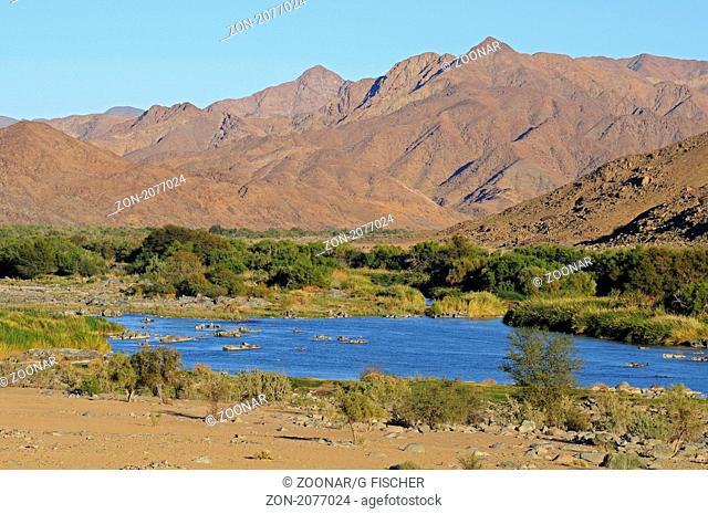Orange Fluss im Richtersveld Nationalpark an der Grenze zwischen Südafrika und Namibia / Orange River in the Richtersveld Transfrontier National Park at the...