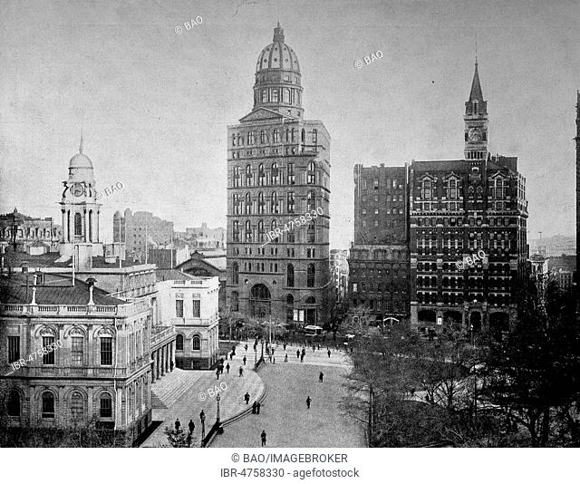 At the City Hall Park in New York, on the left the Town Hall, the tallest building with the dome, the newspaper World, historical photo 1890
