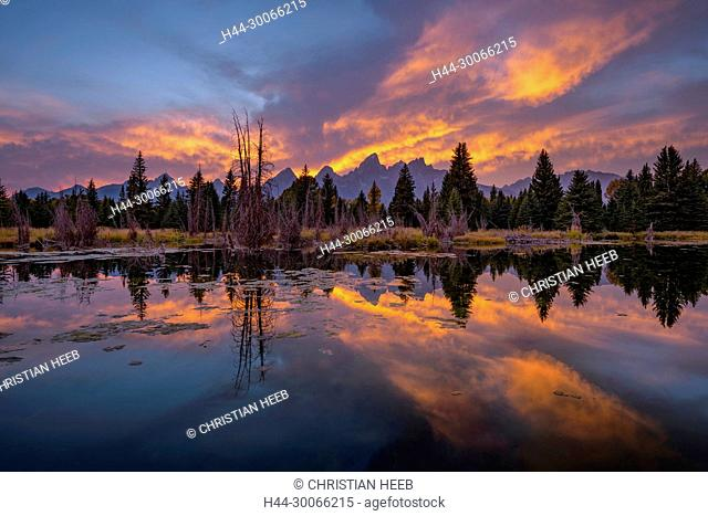 North America, American, USA, Rocky Mountains, West, Grand Teton National Park, sunset with Snake river