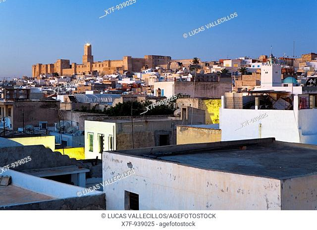 Tunez: Sousse Roofs of the medina, in background at left the Kasbah