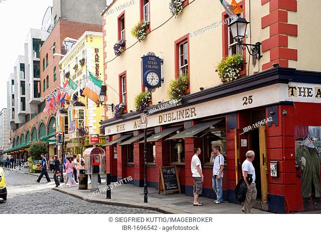 Famous pub The Auld Dubliner at Temple Bar, Dublin, Republic of Ireland, Europe