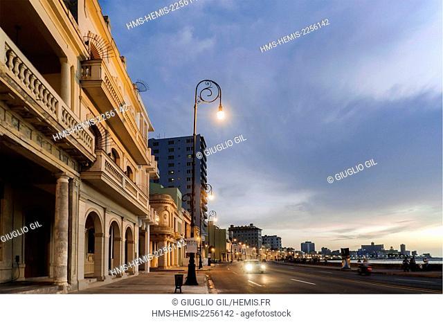 Cuba, Havana, Malecon, traffic at old town level
