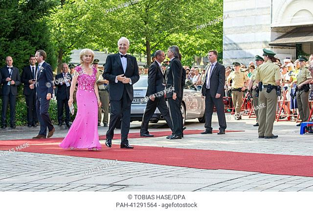 Former Bavarian Prime Minister Edmund Stoiber (CSU) and his wife Karin arrive at the opening of the Bayreuth Festival 2013 in Bayreuth, Germany, 25 July 2013