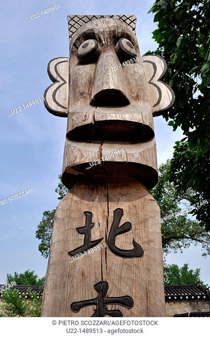 Seoul (South Korea): wooden statue by the National Folk Museum; usually put at the entrance of a village or on the roadside