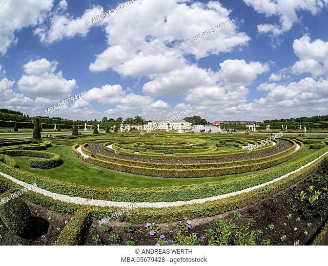 Herrenhaeuser Gaerten, park at castle Herrenhausen, Hannover, Germany