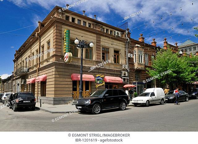 Shops in the old town of Yerevan, Jerewan, Armenia, Asia