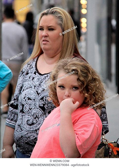 'Honey Boo Boo' Star Alana Thompson filming with Mama June and family while walking in Beverly Hills and taking pictures with fans Featuring: Honey Boo Boo