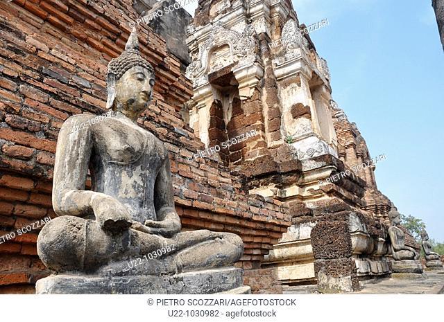 Sukhothai (Thailand): Buddha's statue at the Wat Mahathat