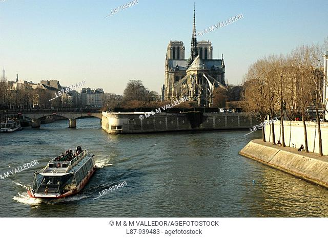 France, Paris, Ile de la Cite, tour boat on River Seine, Notre Dame cathedral, begun 1163