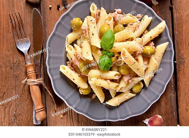 Pasta with tuna chunks and green olives