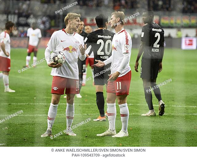 Emil FORSBERG l. (L) discusses with Timo WERNER (L) about the execution of a penalty, discussion Football 1.Bundesliga, 4