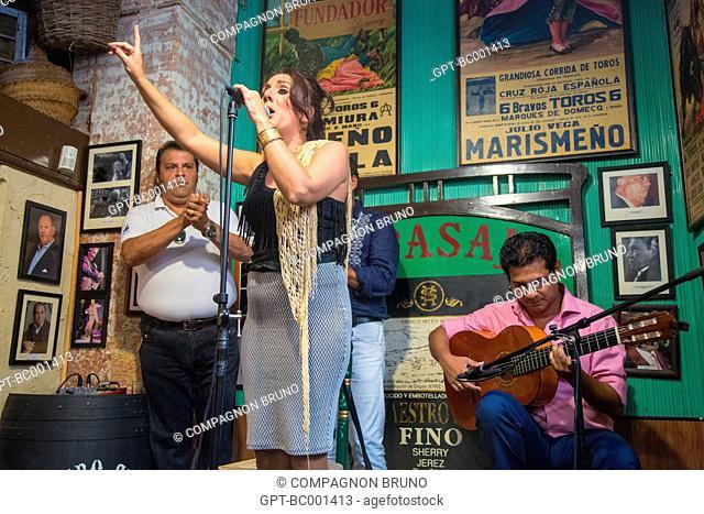 FLAMENCO DANCE CONCERT WITH THE SINGER SANDRA RICON, TAPAS BAR, TABANCO EL PASAJE, JEREZ DE LA FRONTERA, COSTA DEL SOL, THE SUNNY COAST, ANDALUSIA, SPAIN