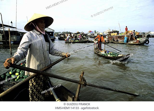 Vietnam, the Mekong Delta, the Cai Rang floating market (near Can Tho)