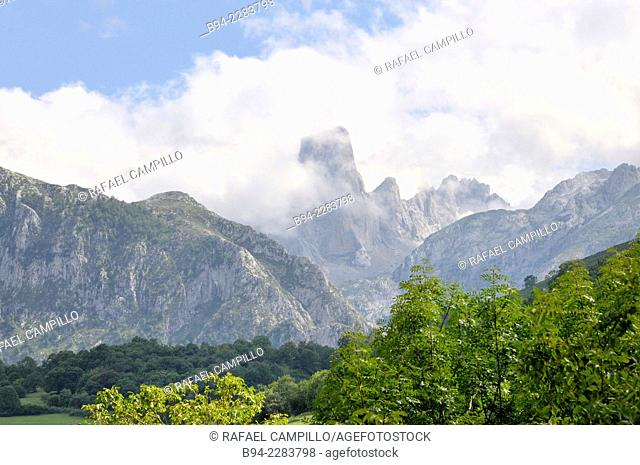 Naranjo de Bulnes peak or Urriellu Peak. Picos de Europa National Park. Principality of Asturias. Spain