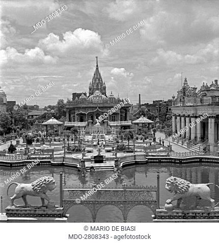 The statues of two lions guarding the Calcutta Jain Temple. Kolkata, 1962