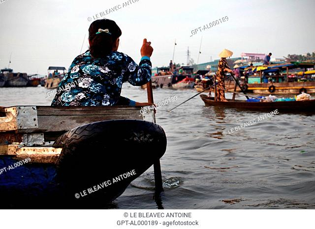 FLOATING MARKET OF CAI RANG ON THE MEKONG DELTA, IN THE REGION OF CAN THO, VIETNAM, ASIA