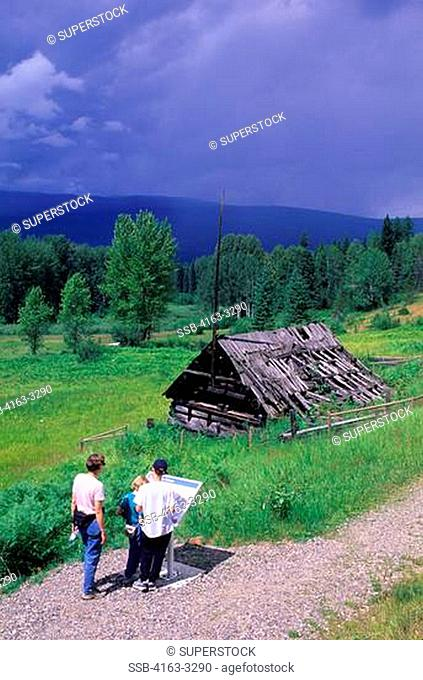 CANADA, BRITISH COLUMBIA, WELLS GRAY PROVINCIAL PARK, RAY FARM, ABANDONED HOMESTEAD,TOURISTS, MR