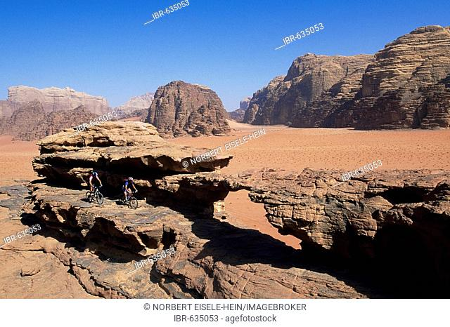 Mountain biker, Wadi Rum, Jordan, Middle East