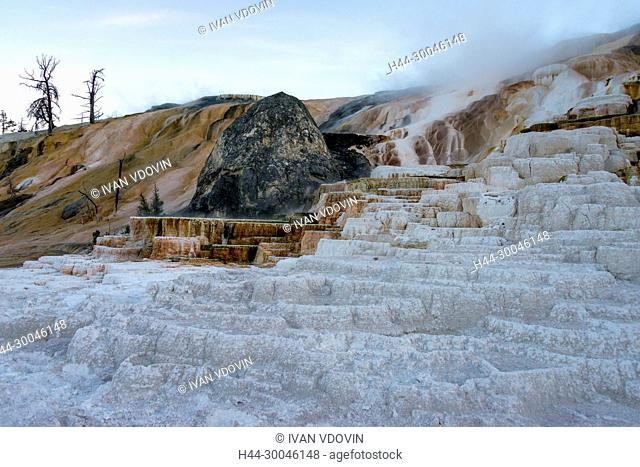 Mound Terrace, Mammoth Hot Springs, Yellowstone National Park, USA