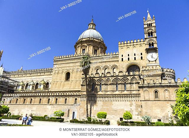 Facade of metropolitan Cathedral of the Assumption of Virgin Mary. Palermo, Sicilia. Italia