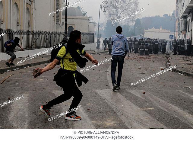 08 March 2019, Algeria, Algiers: Protestors demonstrating against Algerian President Abdelaziz Bouteflika clash with Algerian riot police