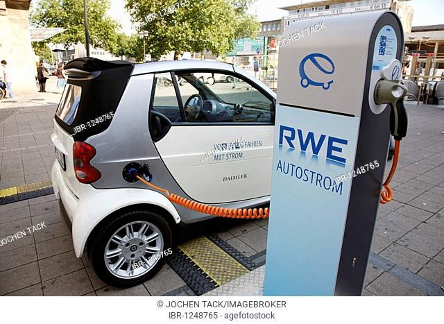 Electricity for cars from a filling station by the RWE power company, Essen, North Rhine-Westphalia, Germany, Europe