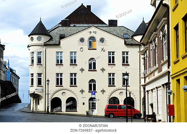 Jugendstilhaus in der Strasse Brunholmgata 10, Ålesund, Provinz Møre og Romsdal, Norwegen / Art Nouveau building at Brunholmgata 10, Ålesund, Alesund