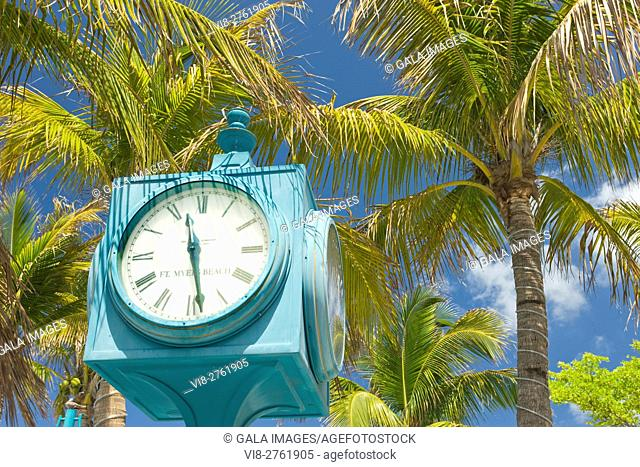 PUBLIC CLOCK TIMES SQUARE PEDESTRIAN MALL FORT MYERS BEACH FLORIDA USA