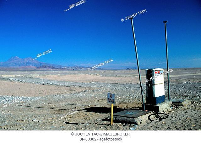 CHL, Chile, Atacama Desert: a manual petrol station in the desert