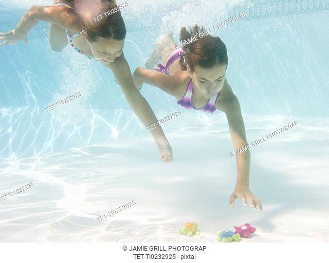 USA, New York, Girls 10-11, 10-11 in swimming pool