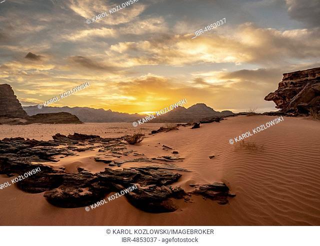 Desert landscape at sunset, Wadi Rum, Aqaba Governorate, Jordan
