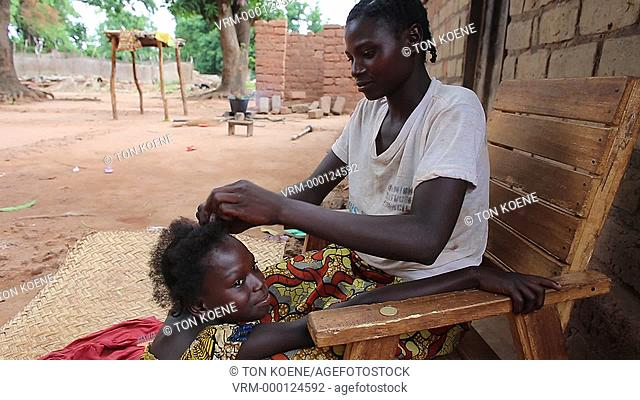 plaiting hair in Africa