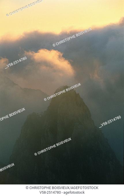 Sunrise on Lion's peak, Huangshan mountains, World Heritage Site, Anhui, China