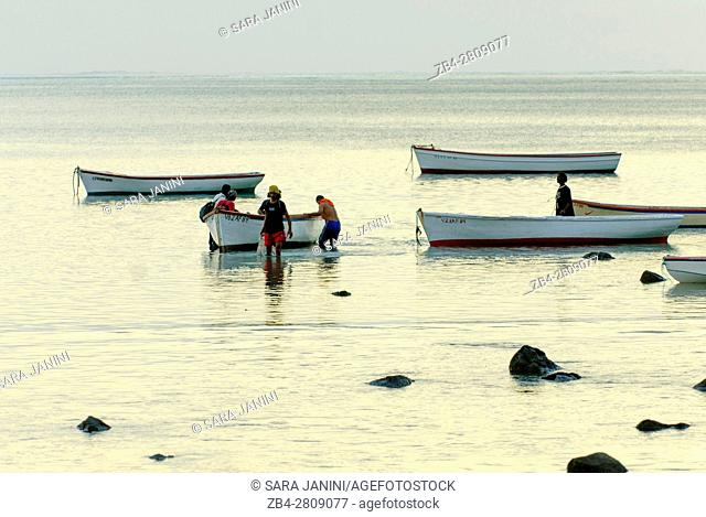 Fishermen of Le Morne Village, Le Morne Brabant (UNESCO World Heritate Site), Mauritius, Indian Ocean, Africa