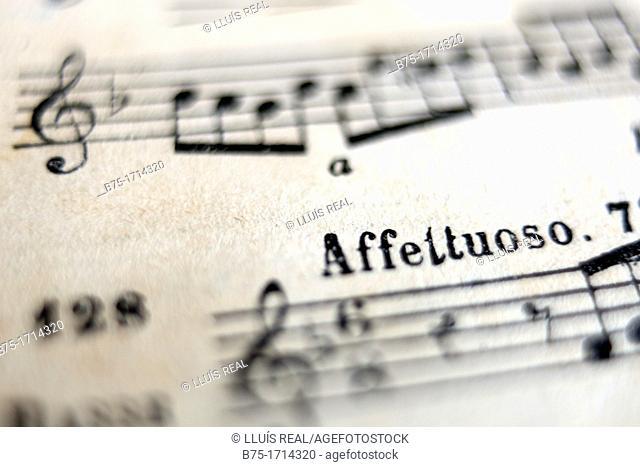primer plano de trozo de partitura musical, close up of piece of sheet music