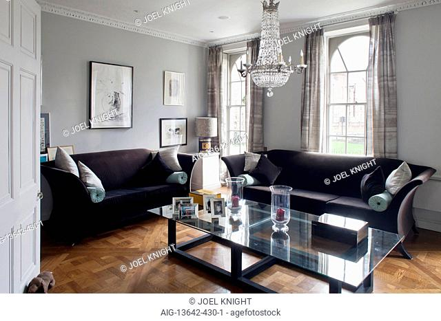 Seating and coffee table in traditional style sitting room, London