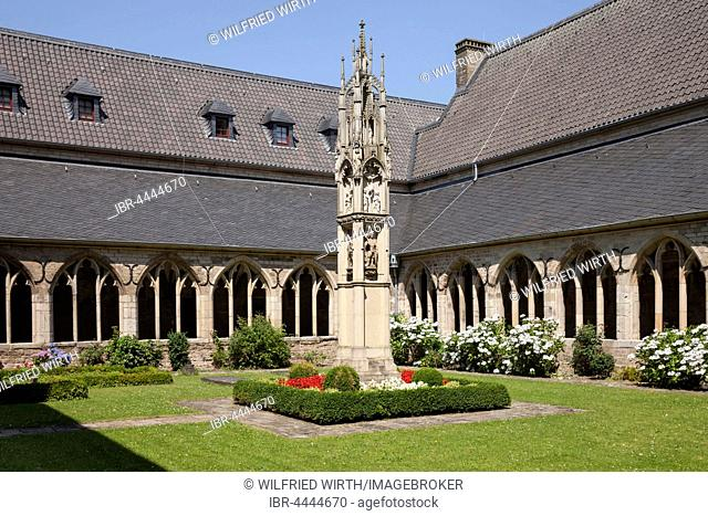 Cloister, Cathedral of St. Viktor, Xanten, Lower Rhine, North Rhine-Westphalia, Germany