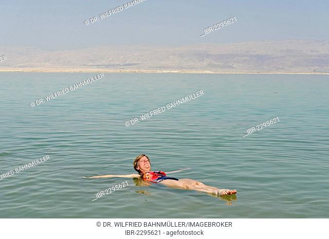 Bathing, swimming tourists in Ein Bokek, En Boqeq, Dead Sea, Israel, Middle East
