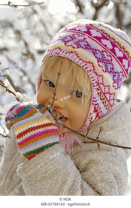 Girls, winter clothing, branch, ice,  licks  Child, 2-3 years, blond, toddler, cap, headgear, gloves, clothing, wintry, season, winters, outside, experience