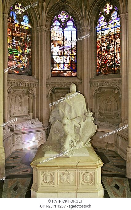 STAINED GLASS AND STATUE OF KING LOUIS-PHILIPPE, RECUMBENT STATUES OF THE ORLEANS FAMILY, ROYAL CHAPEL OF DREUX, EURE-ET-LOIR 28, FRANCE