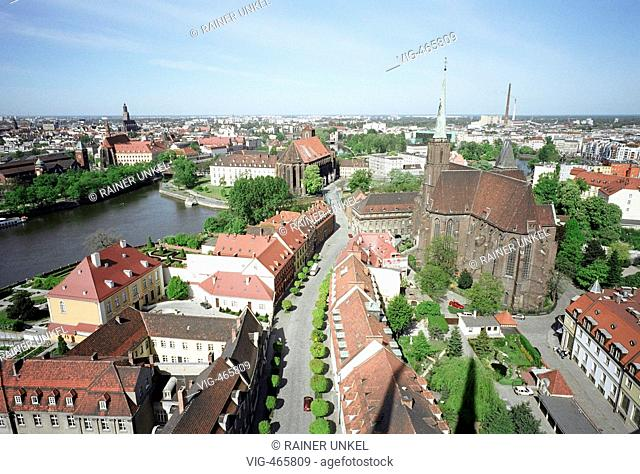 POLEN : Blick auf die Dominsel von Breslau , rechts die Heiligkreuzkirche , links die Oder / Kirchen / Schlesien  POLAND : View on Cathedral peninsula ( Ostrow...