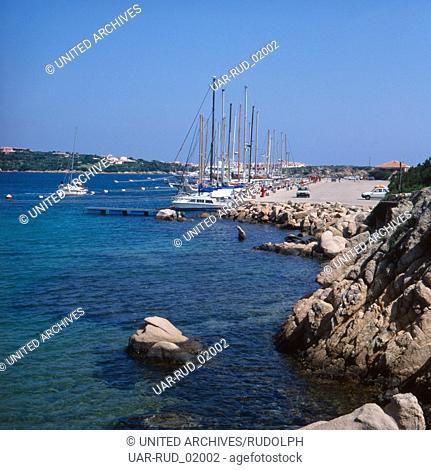 Der Hafen von Porto Cervo an der Costa Smeralda, Sardinien, Italien 1970er Jahre. The habour of Porto Cervo at the Costa Smeralda, Sardinia, Italy 1970s