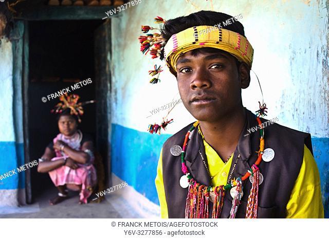 Young man and woman from the Baïga tribe ( Madhya pradesh, India)