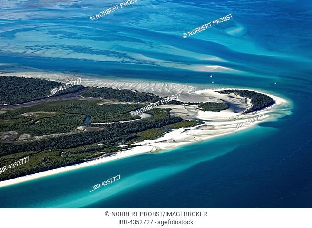Moon Point and Sandy Point, beach in front of sandbars in the Pacific, west tip of Frazer Island, Queensland, Australia