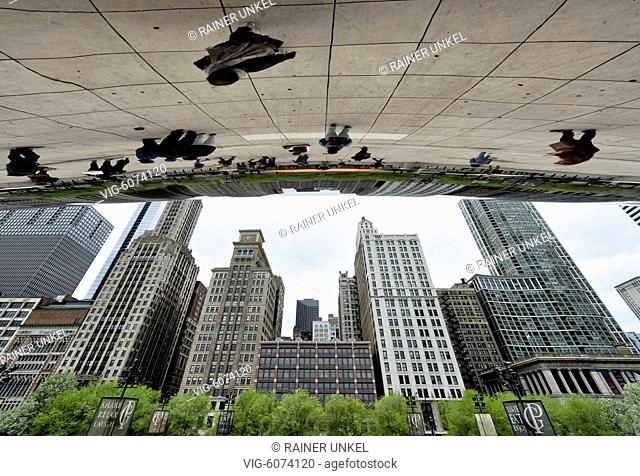 USA, CHICAGO, 11.05.2018, USA : The skyscrapers of Chicago are reflecting in the sculpture Cloud Gate in Millennium Park , 11.05