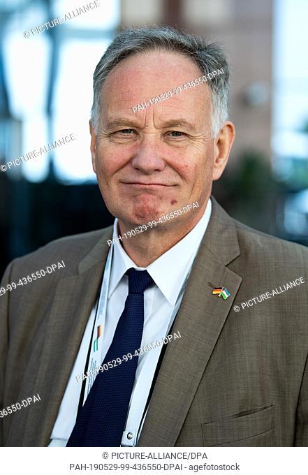 29 May 2019, Uzbekistan, Taschkent: Günter Overfeld, German ambassador in Uzbekistan, stands in front of the delegation hotel