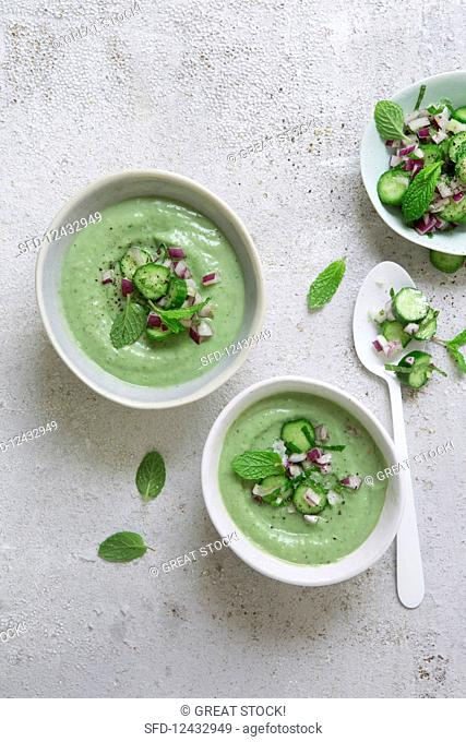 Avocado and cucumber soup with mint (vegan)