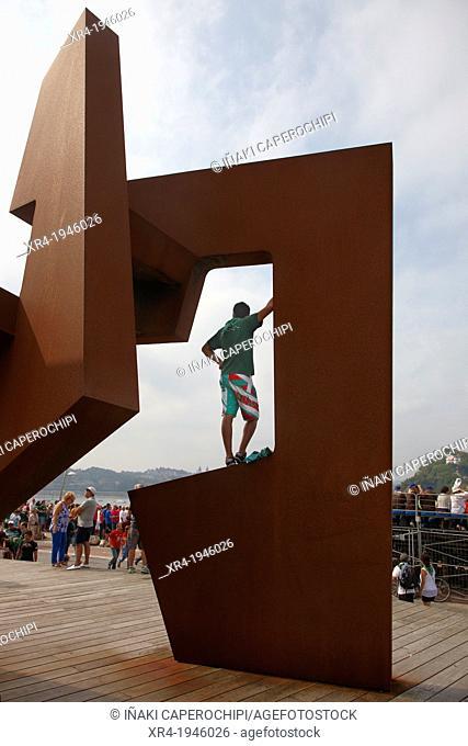 Man watching La Concha Racing 2012, San Sebastian - Donostia, Gipuzkoa, Guipuzcoa, Basque Country, Spain
