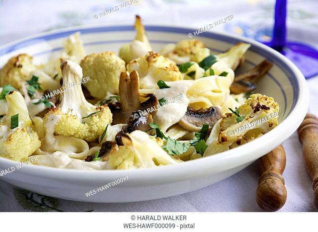 Pasta Alfredo with roasted Cauliflower and Mushrooms
