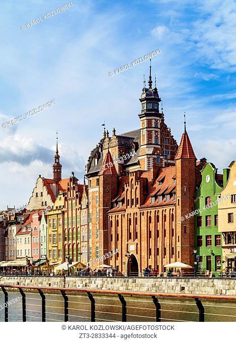 Poland, Pomeranian Voivodeship, Gdansk, Old Town, Motlawa River and Mariacka Gate